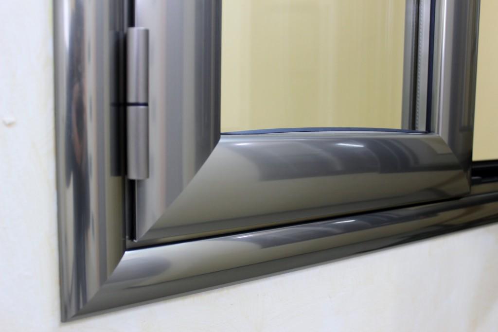 Infissi alluminio taglio termico finestrall for Costo finestre pvc